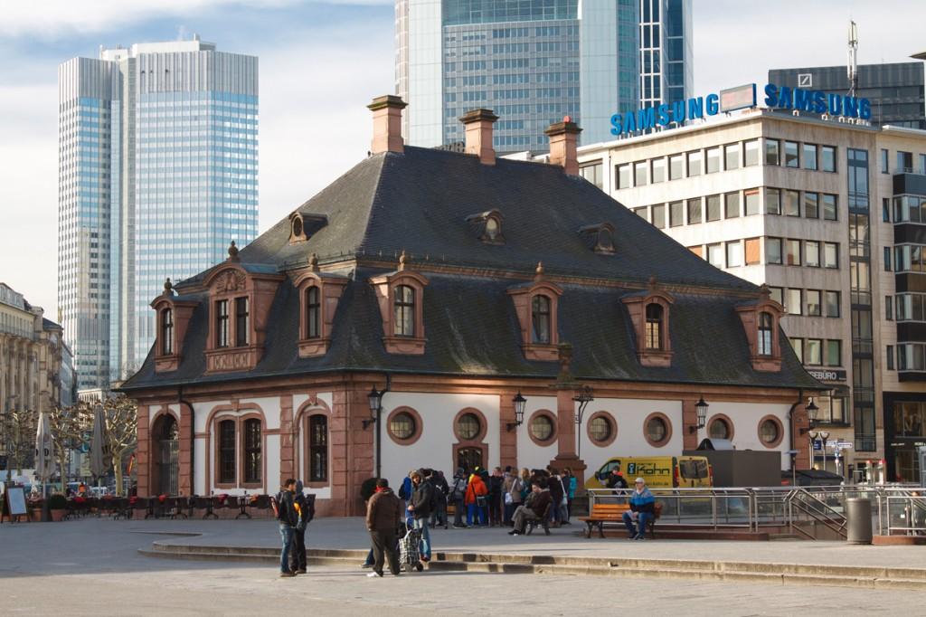 Зднаие Гауптвахты на площади Хауптвахе, Франкфурт-на-Майне, Германия | Самостоятельные путешествия ChanceToTrip.com