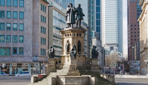 Памятник на площади Гете, Франкфурт-на-Майне, Германия | Самостоятельные путешествия ChanceToTrip.com