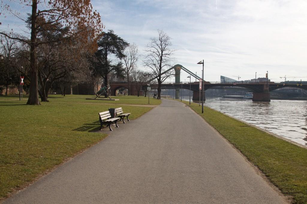 Набережная реки Майн, Франкфурт-на-Майне, Германия, фераль 2014 | Самостоятельные путешествия ChanceToTrip.com