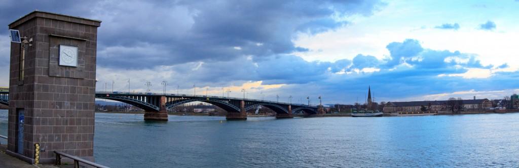 Мост Теодора Хойса (Theodor-Heuss-Brück) и район Майнц-Кастель города Висбаден, Майнц, Германия | Самостоятельные путешествия ChanceToTrip.com