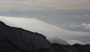 Тихо спит нежное облако в своей колыбели- кратере вулкана Агунг, Бали | Елена Ходосевич | Самостоятельные путешествия ChanceToTrip.com