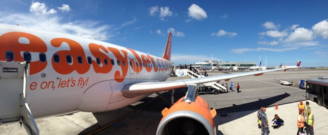 easyJet flight to London © Vladimir Filvarkiv | ChanceToTrip.com