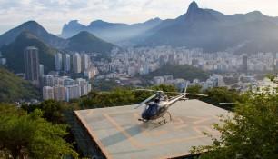Вертолетная площадка по пути на Сахарную голову, на этом вертолете можно облететь окрестности Рио-де-Жанейро, стоимость полета около 200 USD