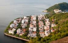 Элитный район Рио-де-Жанейро в бахте Гаунабара у подножия пика Сахарная голова
