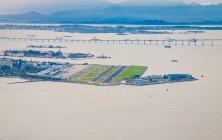 Аэропорт Рио-де-Жанейро, северная часть города, фото сделано на телезуме с пика Сахарная голова