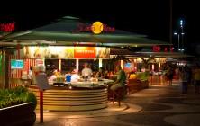 Вечерние кафе в пешеходной зоне Копакабана