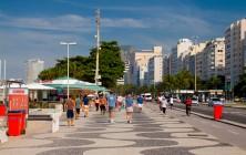 Волнообразная мозаика в пешеходной зоне Копакабана, Рио-де-Жанейро