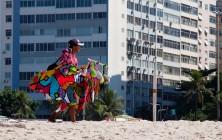 Торговец на пляже Копакабана, Рио-де-Жанейро