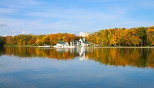 Осень, река Свислочь, Минск | ChanceToTrip.com by Vladimir Filvarkiv