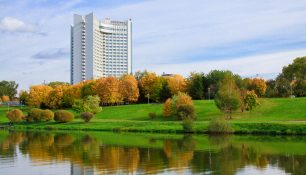 Осень, Гостиница Беларусь, Минск | ChanceToTrip.com by Vladimir Filvarkiv