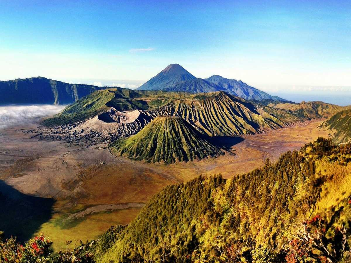 explore-the-almost-45-active-volcanoes-in-java-indonesia