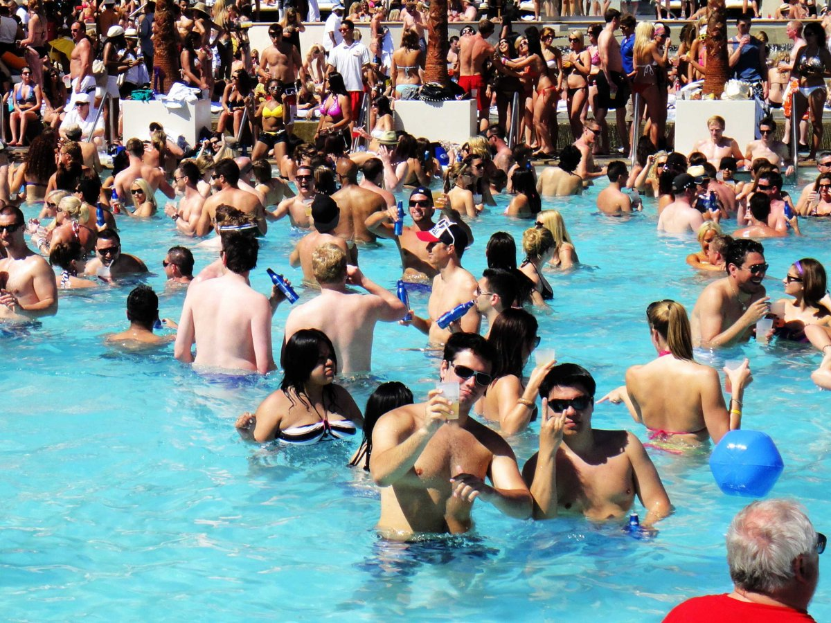 get-wet-and-wild-at-a-pool-party-in-las-vegas-nevada
