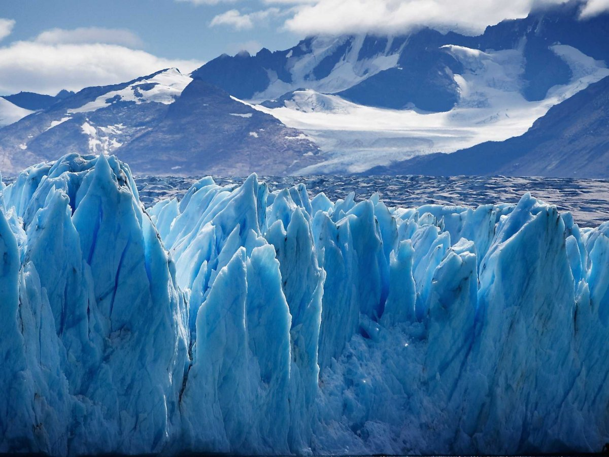 marvel-at-the-icy-blue-upsala-glacier-a-valley-glacier-in-argentinas-los-glaciares-national-park-in-patagonia