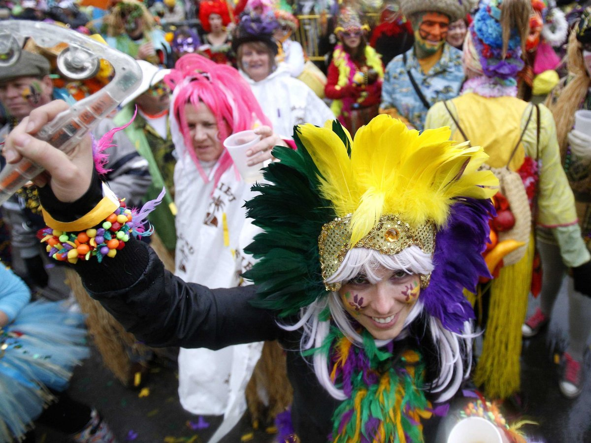 parade-through-the-streets-of-new-orleans-to-celebrate-mardi-gras