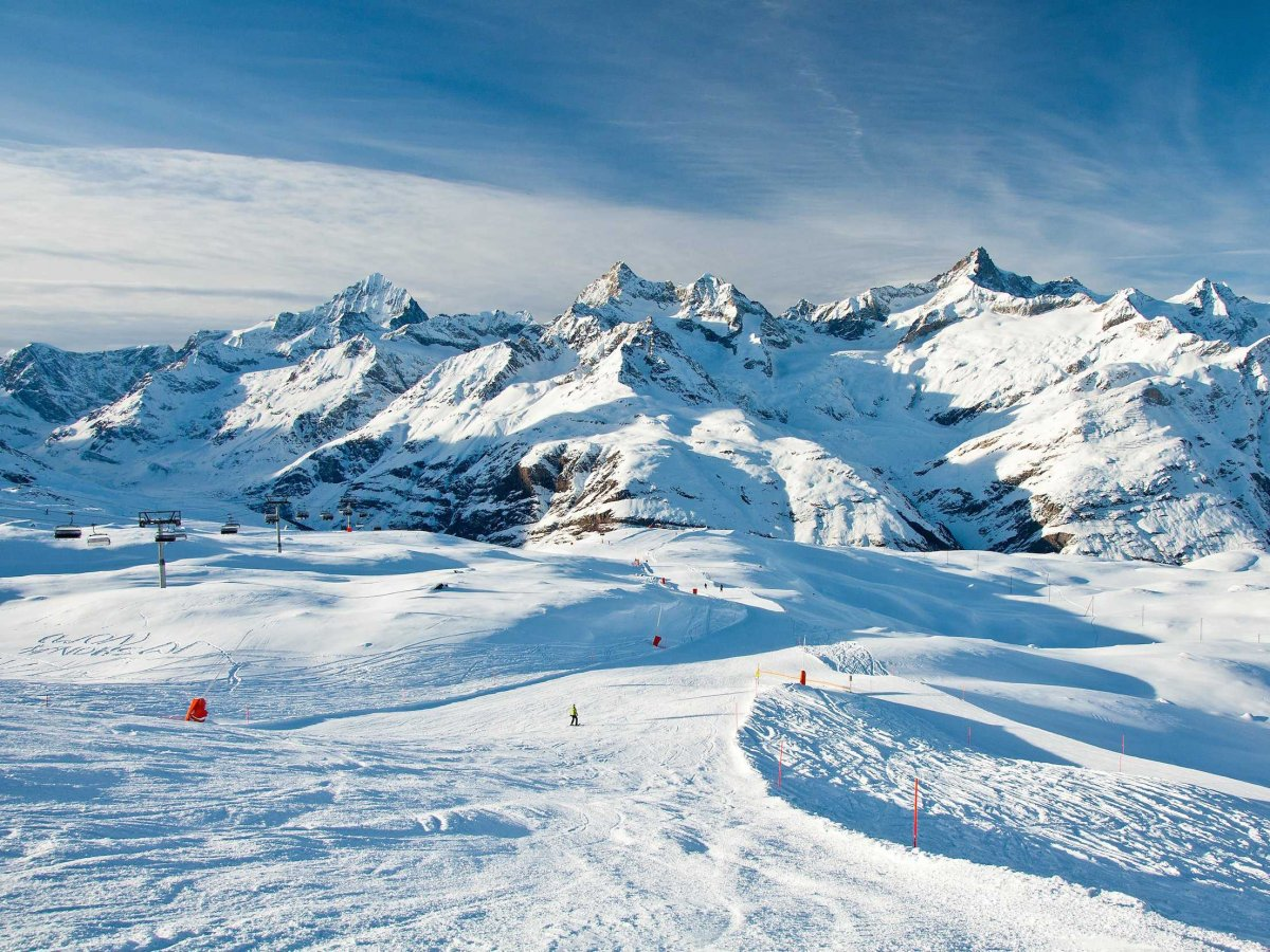 ski-the-majestic-mountains-of-the-swiss-alps