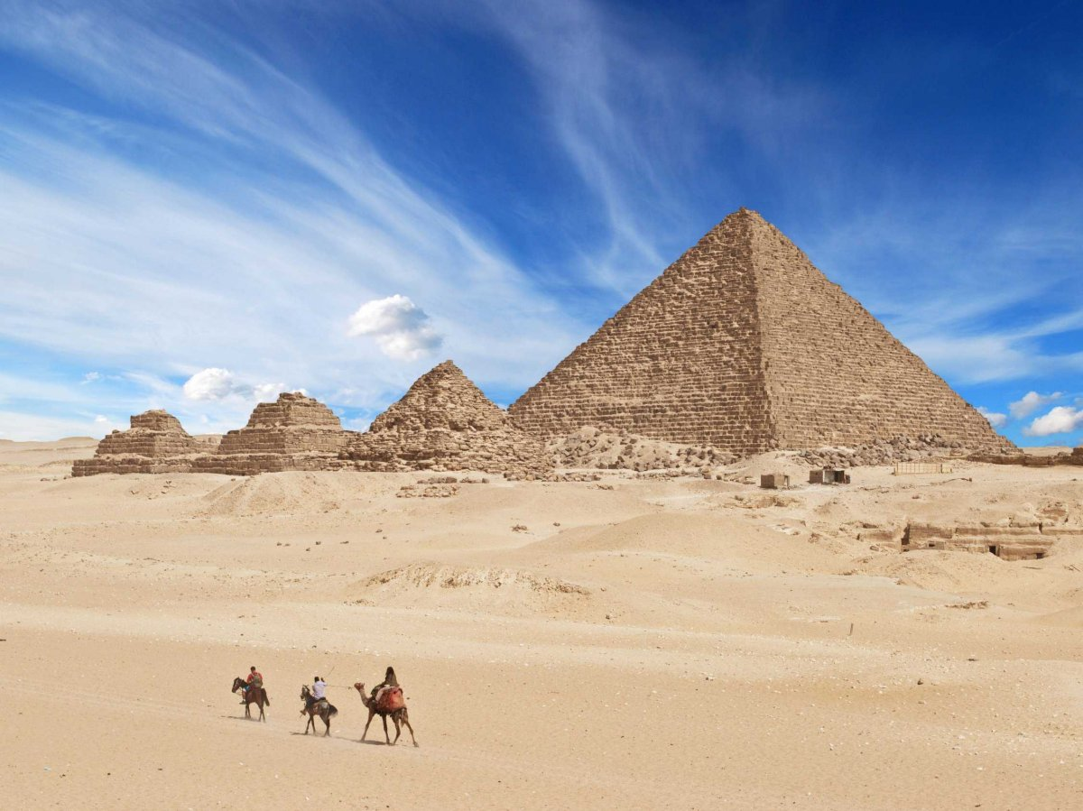 visit-the-great-pyramids-of-giza-in-egypt-the-only-one-of-the-seven-ancient-wonders-of-the-world-still-in-existence