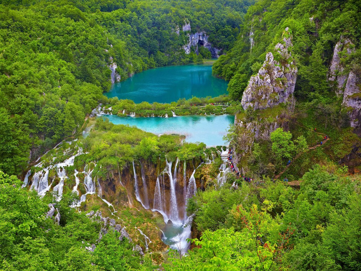 walk-through-croatias-plitvice-lakes-a-unesco-world-heritage-site-with-stunning-lakes-caves-waterfalls-and-an-array-of-wildlife