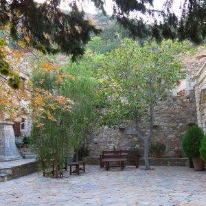 Двор монастыря Атали. Бали, Крит, Греция | Елена Гежа