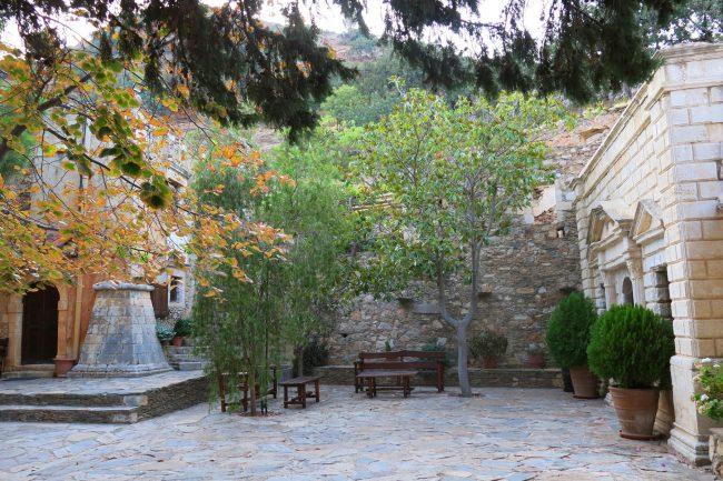 Двор монастыря Атали. Бали, Крит, Греция   Елена Гежа